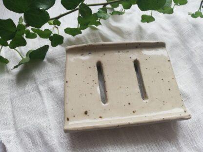 forest fragrances - accessoires - zeepschaaltje - keramiek - rechthoek - creme - spikkels - handgemaakt