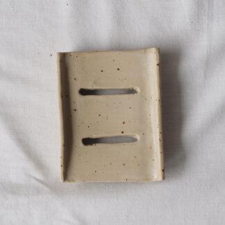 forest fragrances - accessoires - zeepschaaltje - keramiek - rechthoek - creme - spikkels - mat