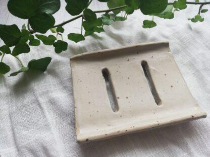 forest fragrances - accessoires - zeepschaaltje - keramiek - rechthoek - creme - spikkels - mat - handgemaakt