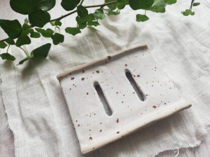 forest fragrances - accessoires - zeepschaaltje - keramiek - rechthoek - spikkels - wit