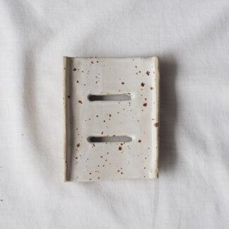 forest fragrances - accessoires - zeepschaaltje - keramiek - wit - spikkels - mat