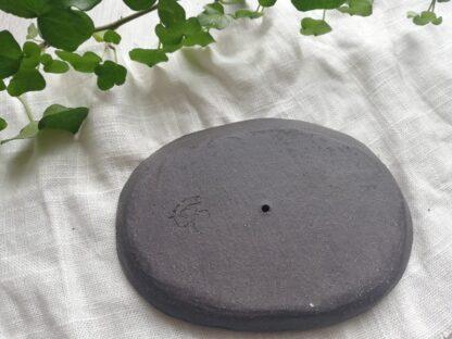 forest fragrances - accessoires - zeepschaaltjes - keramiek - ovaal - groen - glanzend - onderkant