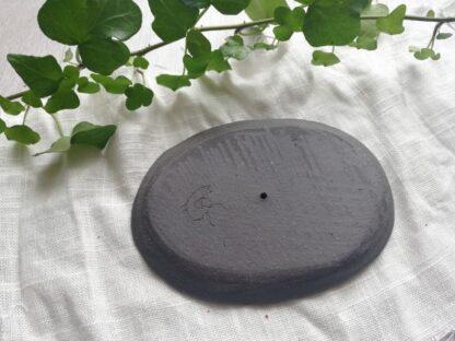 forest fragrances - zeepschaaltjes - ovaal -glanzend zwart - onderkant